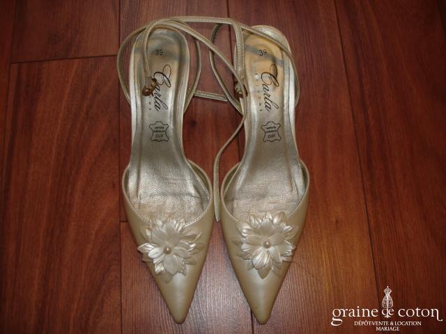Carla Selvone - Escarpins (chaussures) ivoire nacré avec grosse fleur