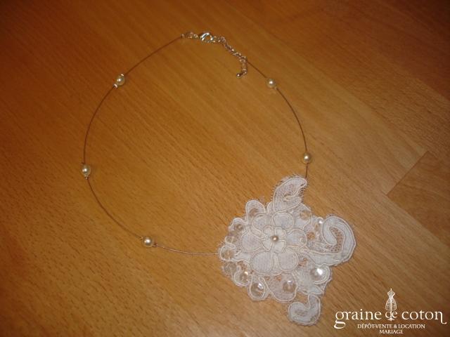 Au fil perlé - Tour du cou (collier) Suzy avec dentelle et perles