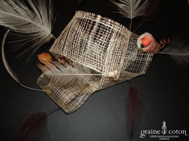Création Alexia de Paris - Bibi en abaca, oiseau et plumes ivoire et chocolat