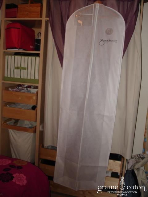Housse graine de coton d p t vente location robes de for Housse robe de mariee