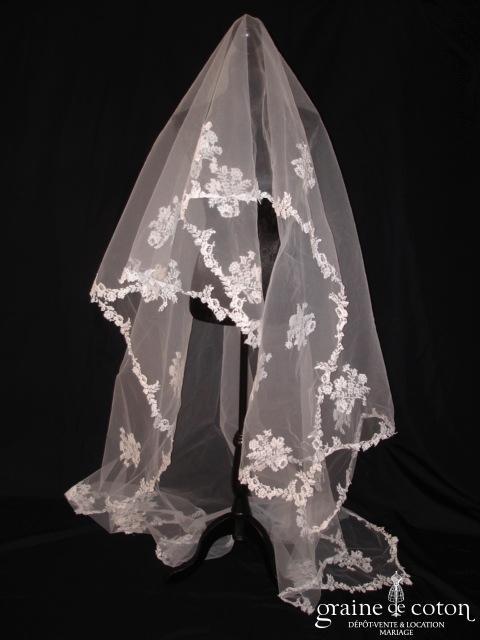 Cymbeline - Voile blanc long de 3 mètres bordé de dentelle