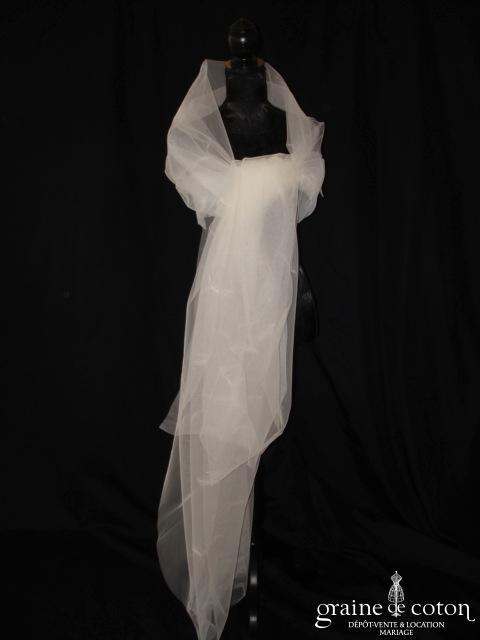 Étole ivoire en tulle avec petites plumes