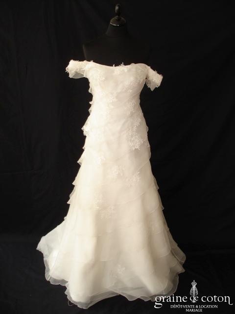 Mariées de Paris - Robe une pièce avec manches sur les épaules, guipure de dentelle et volants d'organza