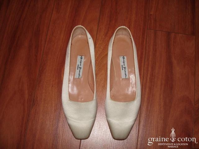 Monique Germain - Escarpins (chaussures) en soie ivoire