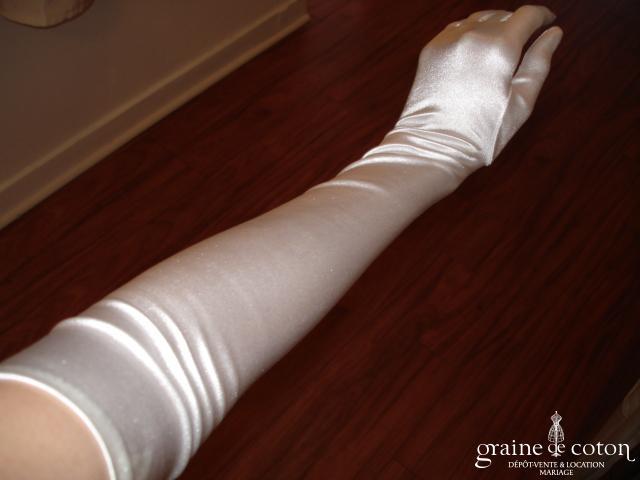 Gants longs en satin blanc