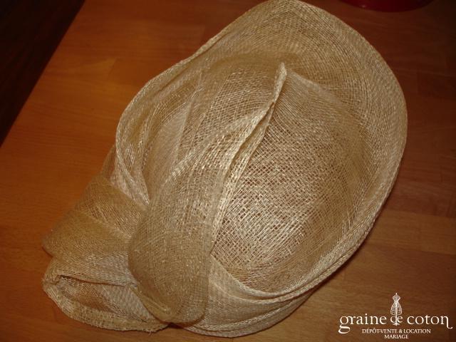Chapeau en sisal écru avec noeud drapé