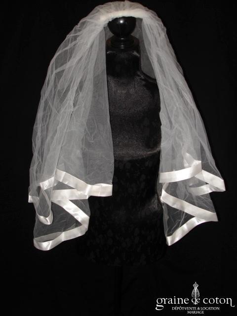 Voile court (milieu du dos) en tulle ivoire bordé d'un large biais de satin