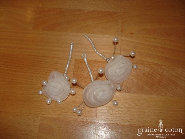 Pics à chignons perles et fleurs en organza blanc - Lot de 3