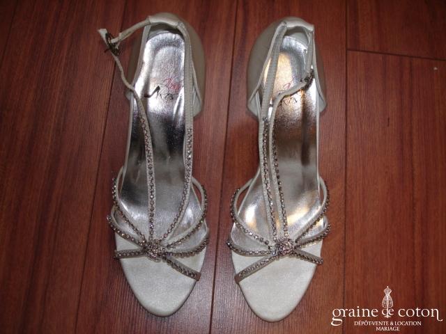 Ilona Rose - Sandales compensées (chaussures) en satin ivoire MC023