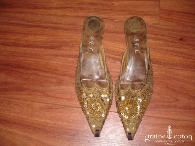 Mules (chaussures) babouches ocre pailleté