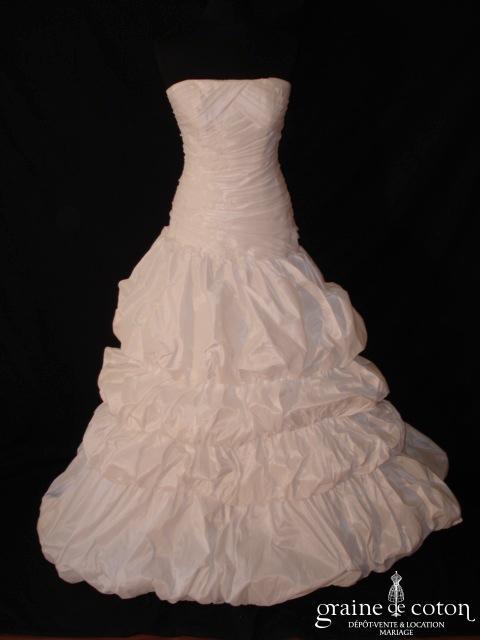 Mariées de Paris - Robe taille basse en taffetas et guipure de dentelle (drapé)