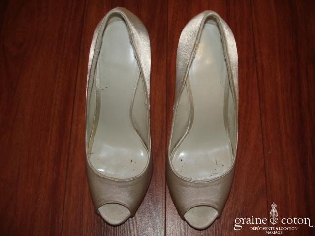 Pronuptia - Escarpins (chaussures) en satin ivoire