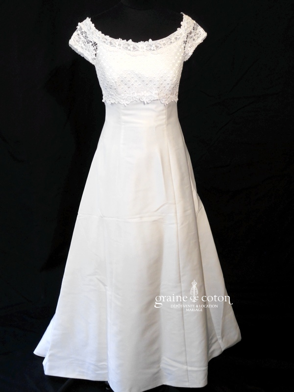 Mariées de Paris - Robe taille empire en mikado ivoire (dentelle manches)