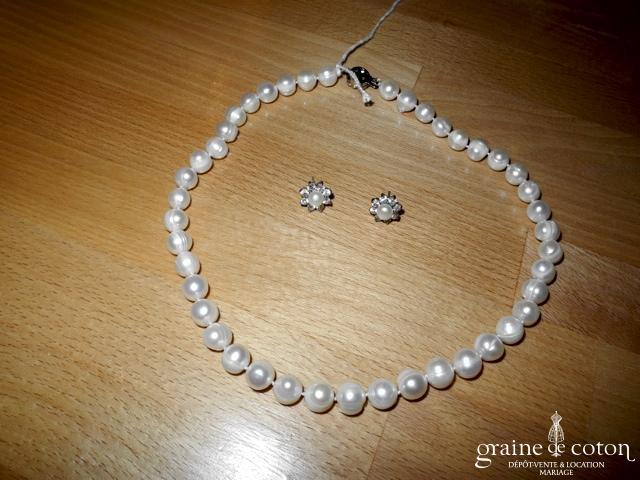 Parure (collier et boucles d'oreilles) en perles naturelles