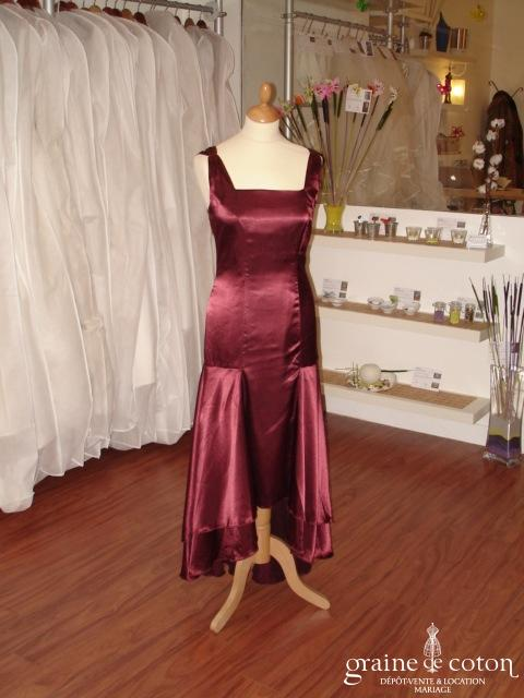 Robe de soirée plus courte devant, couleur lie de vin (non stocké en boutique, essayage sur demande)