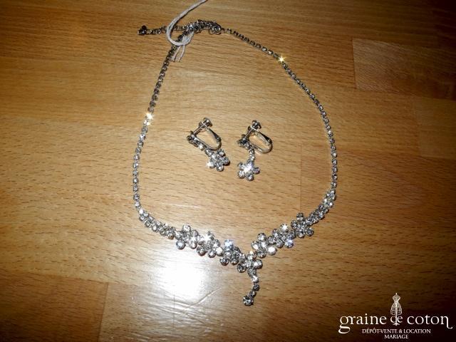 Parure (collier et boucles d'oreilles) en strass forme fleurs
