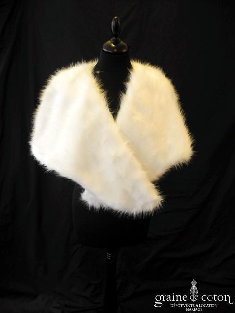 Étole en faux duvet blanc (E1)