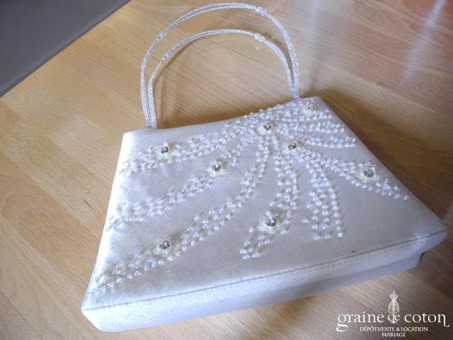 Pochette / sac en satin ivoire avec perles