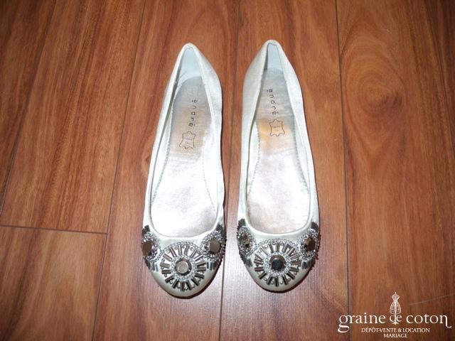 André - Ballerines (chaussures) en satin blanc avec strass
