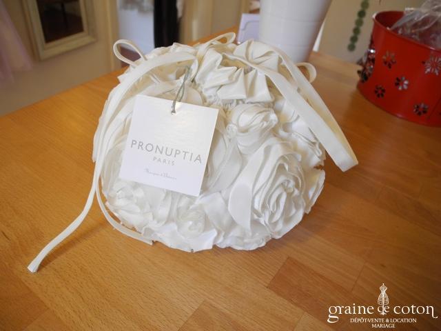 Pronuptia - Sac boule façon aumônière fleur ivoire