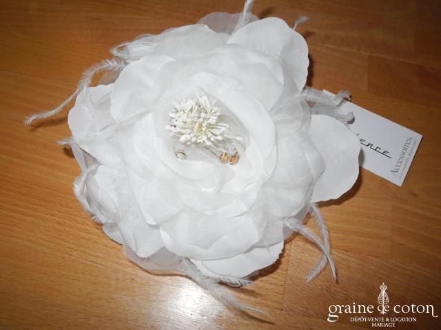 Pronuptia - Peigne fleur en organza, plumes et strass