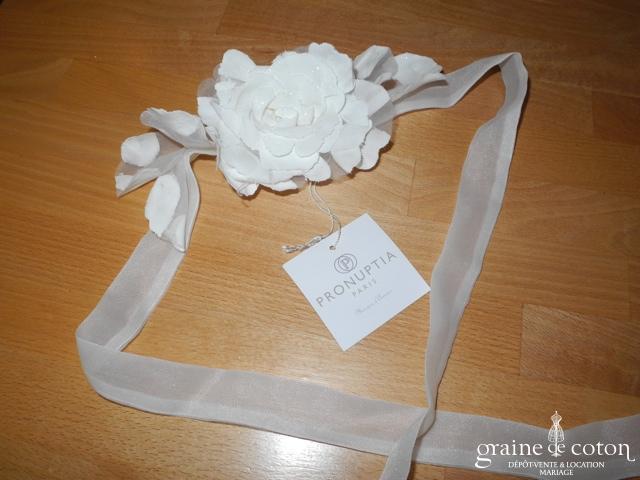 Pronuptia - Tour de cou (collier) en tulle avec fleur