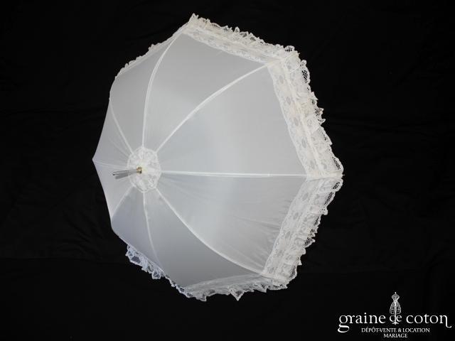 Parapluie blanc avec bordure en dentelle
