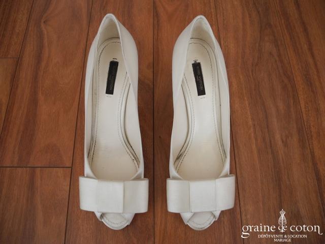 Louis Vuitton - Escarpins (chaussures) en soie ivoire avec bout ouvert et noeud