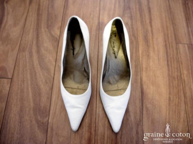 Pomares Vazquez - Escarpins (chaussures) en  satin ivoire