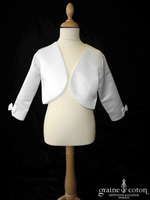 Boléro en satin blanc avec noeuds sur les manches