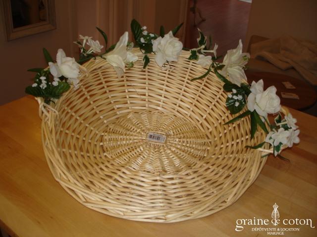 Panier en osier, décoré de fleurs artificielles amovibles