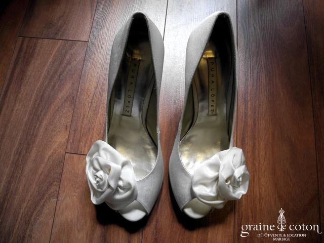 Pura Lopez - Escarpins (chaussures) en soie ivoire claire avec grosse fleur
