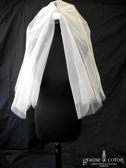 Voile court en tulle blanc avec petites perles nacrées