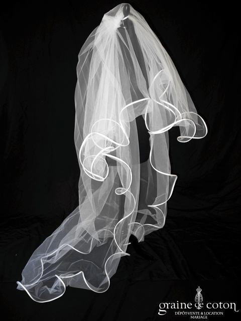 Suzanne Ermann - Voile long de 2 mètres en tulle et volutes blanches