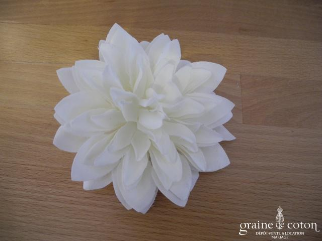 Dalia en tissu ivoire (fleur pince broche cheveux)