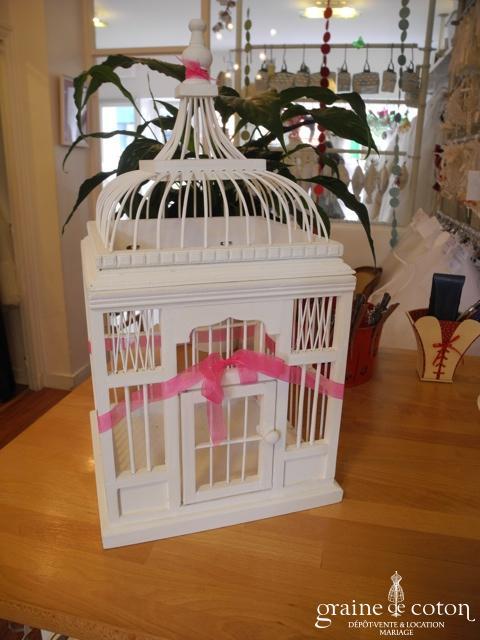 Cage à oiseaux en bois blanc pour urne des mariés