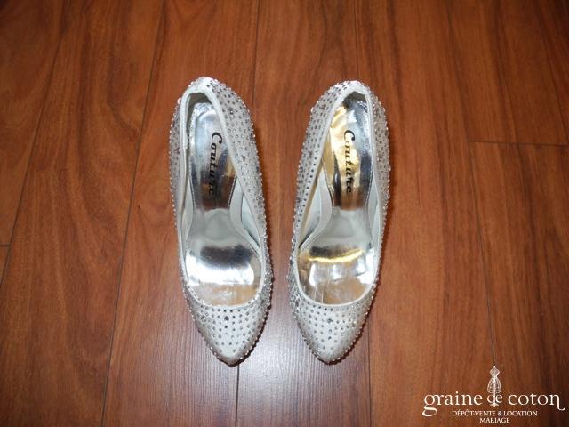 Couture - Escarpins fermés (chaussures) en satin blanc avec strass