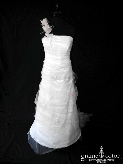 Lambert Créations - Ondine (tulle pétales roses bretelle taffetas blanc drapé dos boutonné)