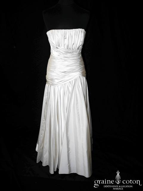Robe taille basse drapée en satin ivoire (fluide)