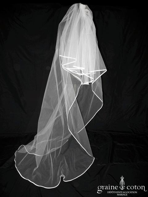 Voile long de 2,50 mètres en tulle blanc bordé d'un biais de satin