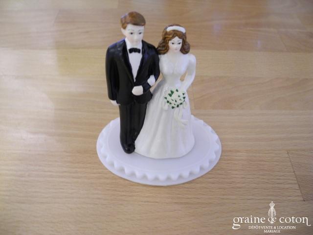 Couple de mariés à poser sur le gâteau