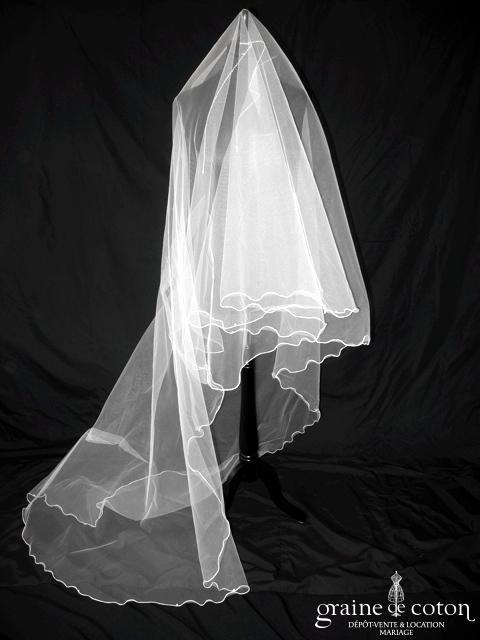 Voile long de 3 mètres en tulle blanc bordé de perles nacrées