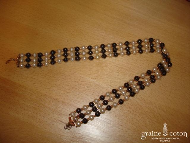 Tour du cou - 3 rangées de perles blanches et noires