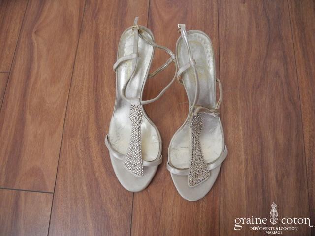Bata - Sandales (chaussures) dorées