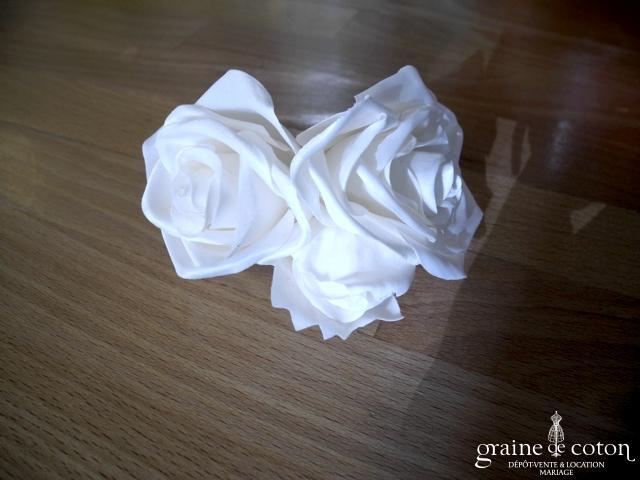 Olivier Laudus - Pince / broche deux roses blanches en tissu