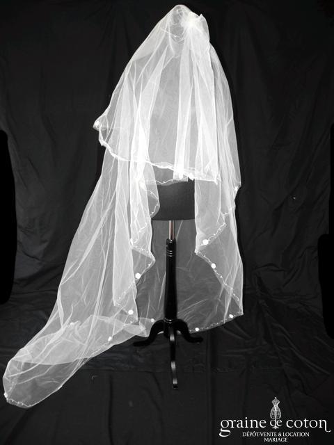 Voile long de 2 mètres en tulle ivoire bordé de fleurs de dentelle