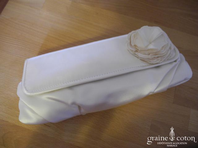 Menbur - Pochette Rocio en satin ivoire