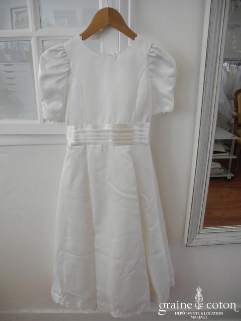 Robe de demoiselle d'honneur en satin et dentelle blanche avec manches