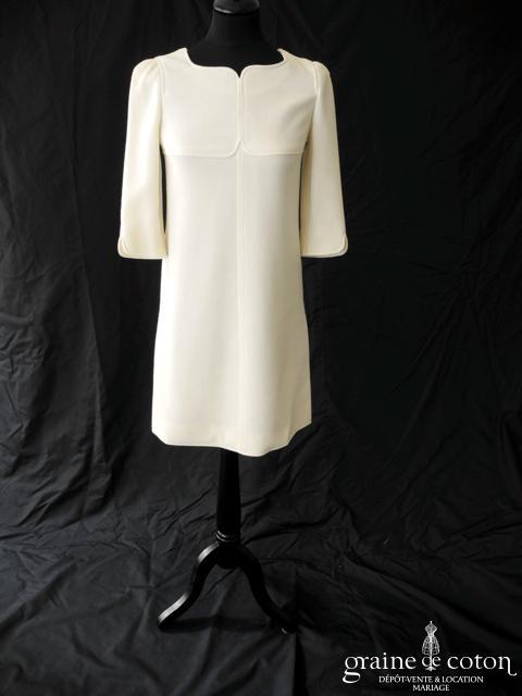 Courrèges - Création courte en crêpe de laine ivoire (manches hiver empire)