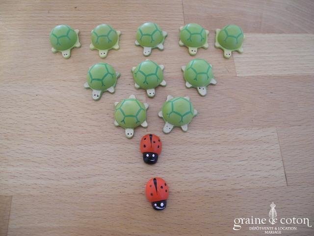 Lot de 10 petites tortues et 2 coccinelles autocollantes